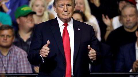 President Donald Trump gestikulerer etter sin tale på et folkemøte i Tampa i Florida tirsdag.