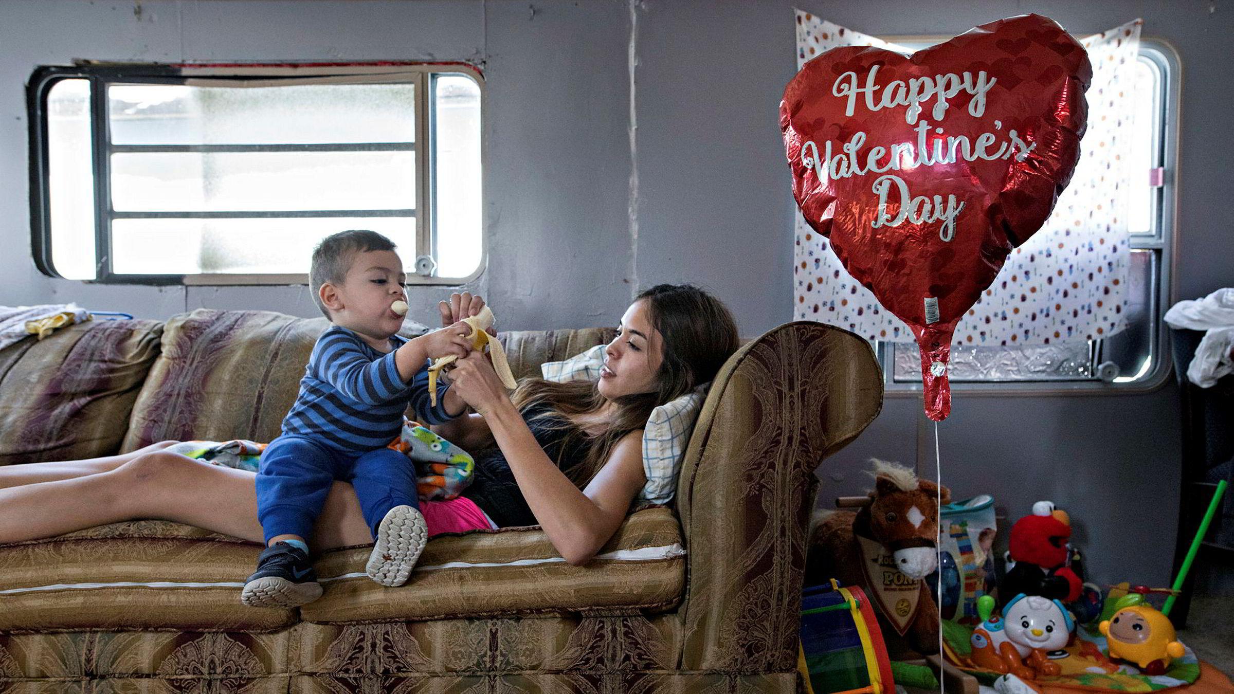 Melissa Colin (21) ble alenemor kort tid etter at sønnen Tyler (18 måneder) ble født. Hun tar nå høyere utdannelse og håper hun og sønnen om noen år kan flytte fra Brownsville, som flere ganger er blitt pekt ut som USAs fattigste by. – Utdannelse er billetten min ut av fattigdom, sier hun.
