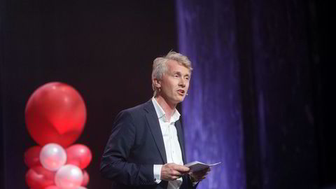 TV 2-sjef Olav T. Sandnes holder kortene tett til brystet.
