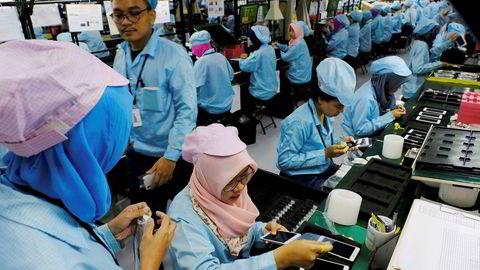 Kinesiske smarttelefonprodusenter er markedsledere i Kina. Oppo, som økte salget i Kina med 136 prosent i tredje kvartal, har ekspandert til Sørøst-Asia med egne fabrikker i blant annet Indonesia. De store overskuddene lar vente på seg.