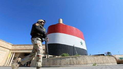 USA intervenerte Irak i 2003. I 2016 er det fortsatt amerikanske soldater i landet. Soldaten på bildet inspiserer et tilfluktsrom fra krigen i 1991.