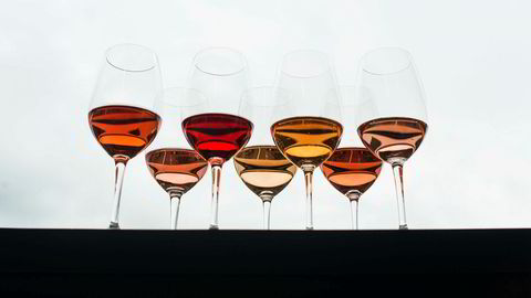 Rosa på ball. Rosévin er den av kategoriene som øker mest. Nordmenn er blitt glad i den rosa vinen.