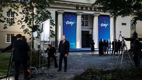 Konsernsjef Björn Ivroth ble tildelt i overkant av fire millioner aksjer, tilsvarende aksjer for om lag 125 millioner kroner, ved børsnoteringen av Evry.