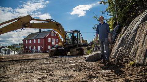 Per Strømmen har blitt stoppet av kommunen i å bygge en mur som skal hindre stein i å rase ned på eiendommen.