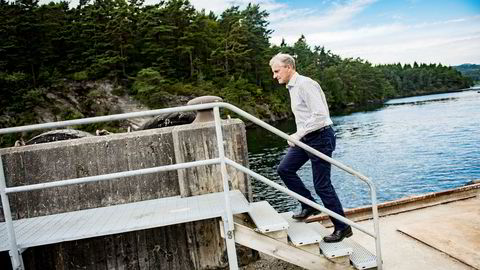 På Halhjem fergekai i Os belønnet Jonas Gahr Støre (Ap) seg selv med en is mandag under valgkampturneen på Vestlandet.