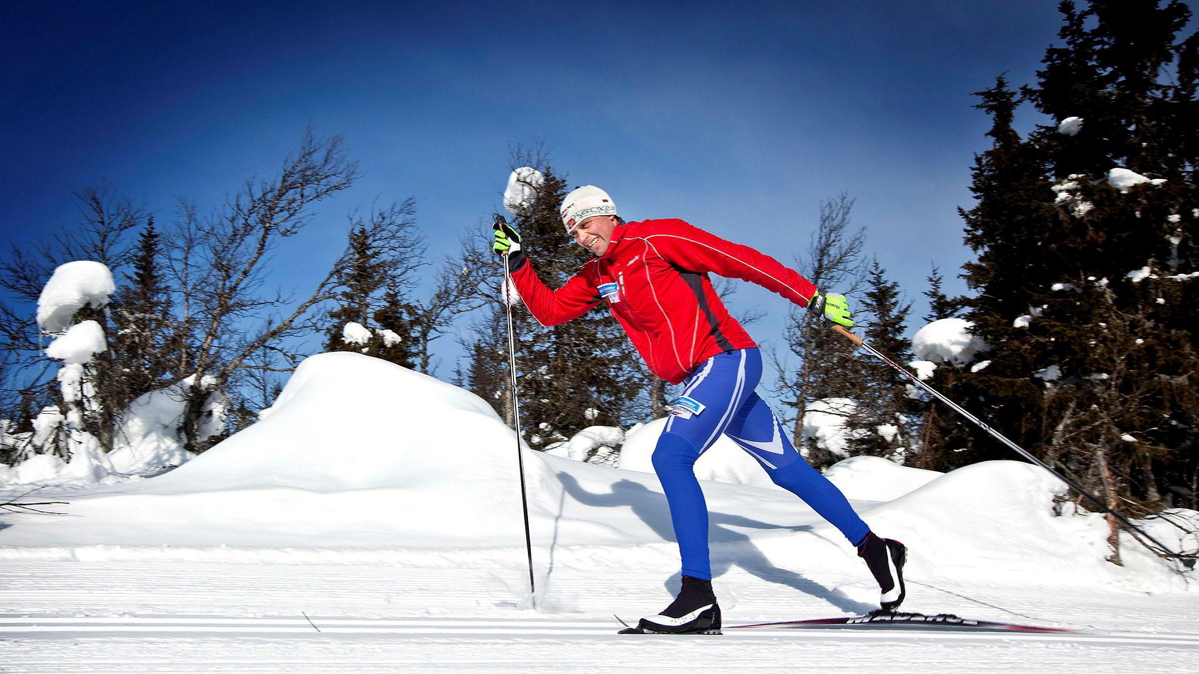 Klassisk-ekspert Erling Jevne vant stafett-gull og sølv på tremilen under vinter-OL i Nagano i 1998. Her viser han hvordan du får bedre teknikk i staking, dobbeltak med fraspark og diagonalgang.