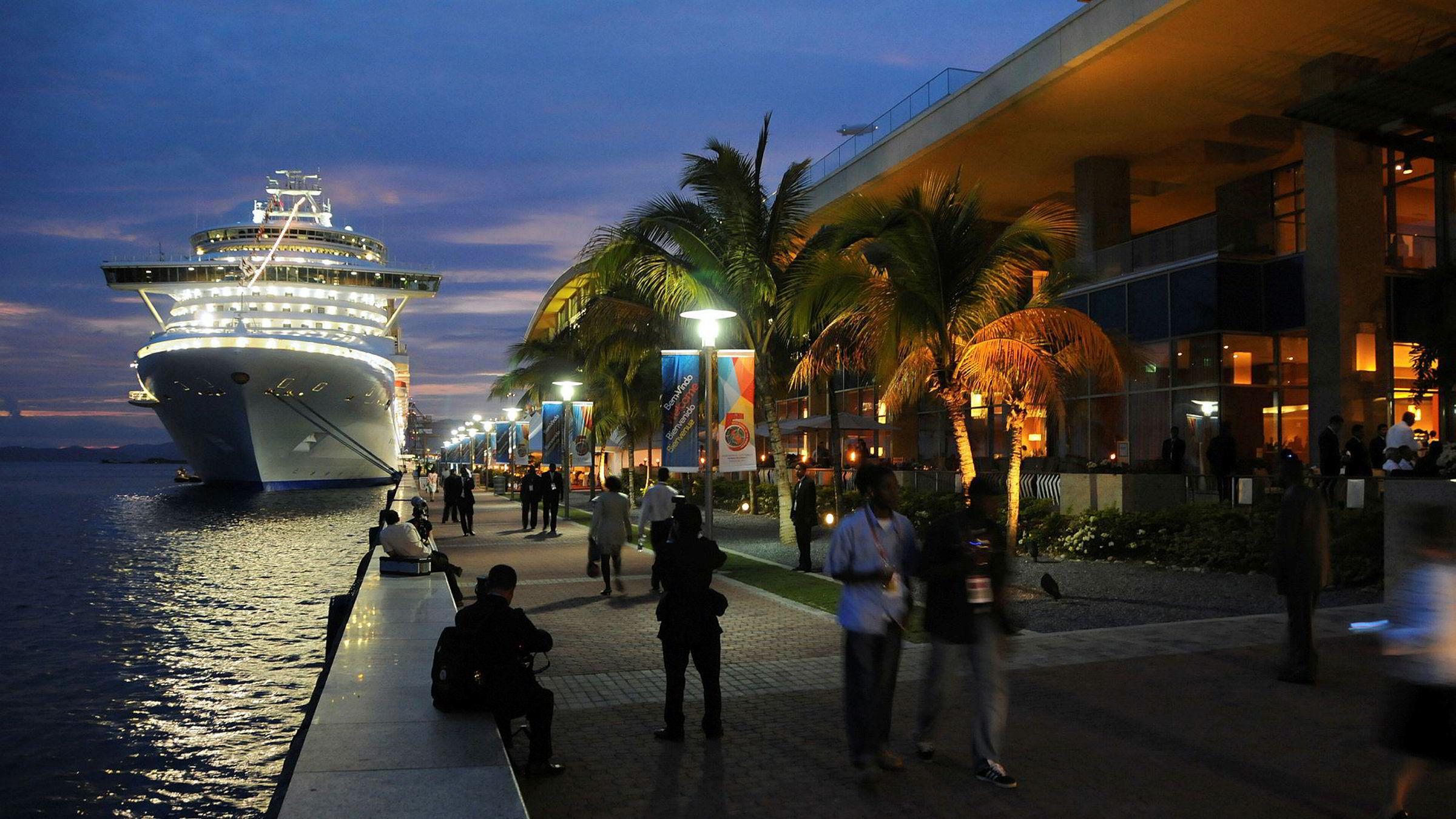 Strandpromenaden i hovedstaden Port of Spain i Trinidad og Tobago.