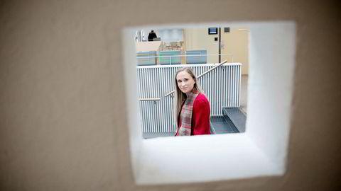 BI-student Benedicte Aass (22) er positivt overrasket av den nye læringsplattformen som BI tester ut.