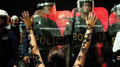 Demonstrasjonene mot Brasils president Michel Temer er alt i gang. Her foran presidentpalasset Planalto i hovedstaden Brasília.