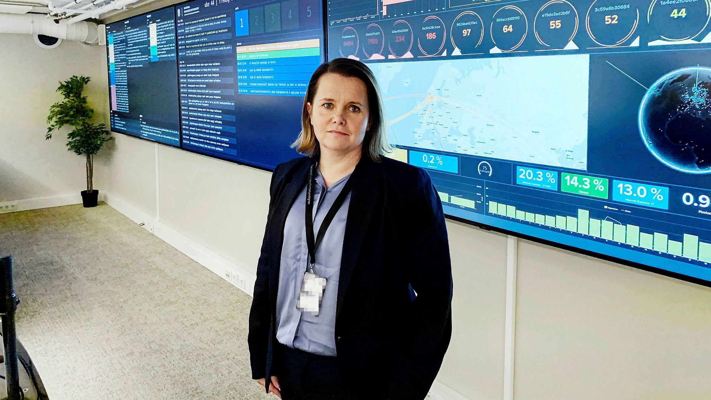 – Koronasituasjonen utnyttes på flere måter. Flere har rapportert om epostkampanjer med skadevare som bevisst utnytter koronasituasjonen, sier avdelingsdirektør i Nasjonal sikkerhetsmyndighet, Bente Hoff i situasjonsrommet til Nasjonalt cybersikkerhetssenter i Oslo, som hun leder.