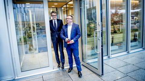 Aker BP kjøper portefølje av oljelisenser fra Total for 1,7 milliarder kroner. Her er styreleder og Aker-sjef Øyvind Eriksen (til venstre) sammen med Aker BP-sjef Karl Johnny Hersvik.