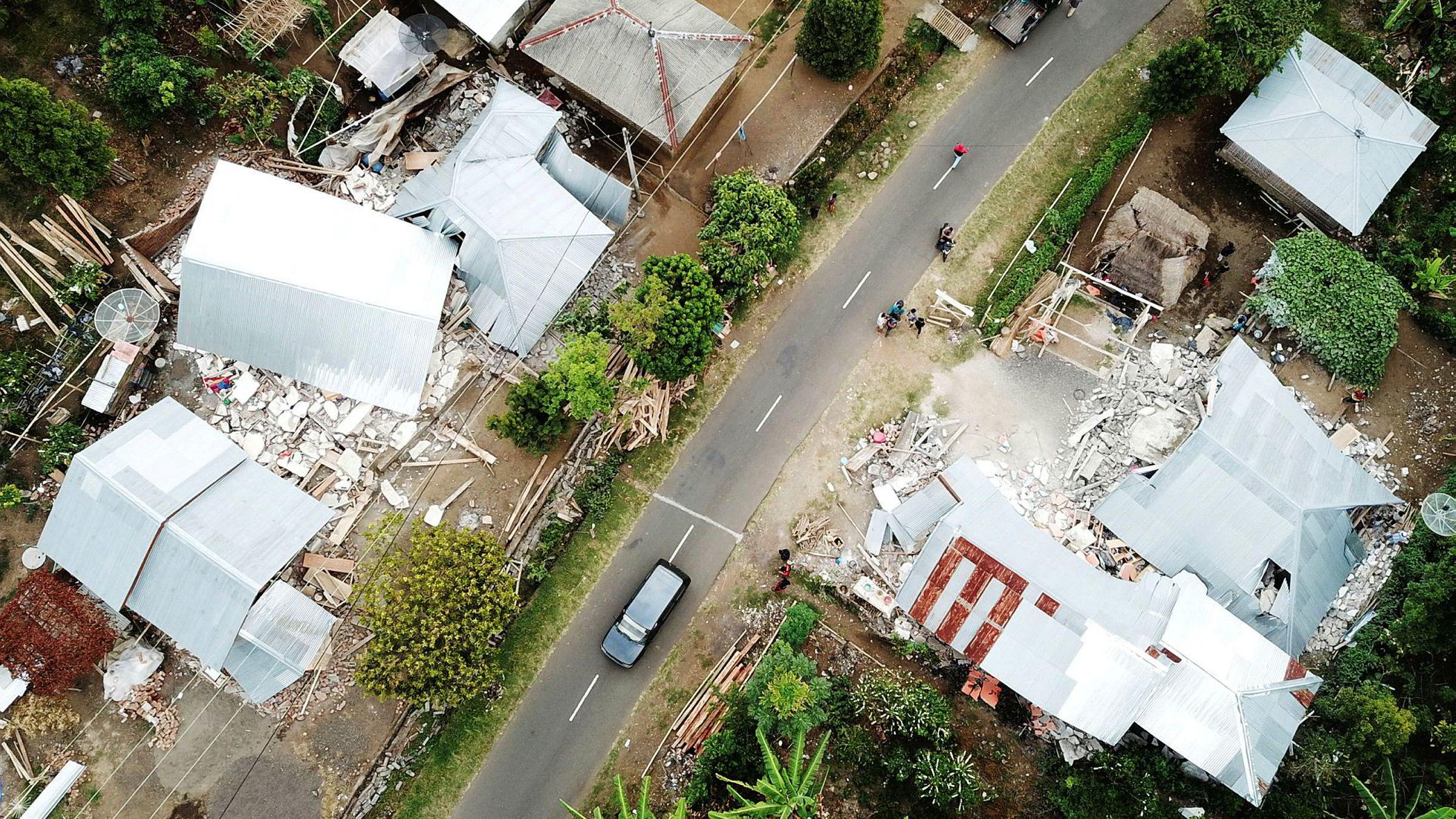 Tusenvis av hus er ødelagt etter jordskjelvet som rammet øya Lombok hardt.