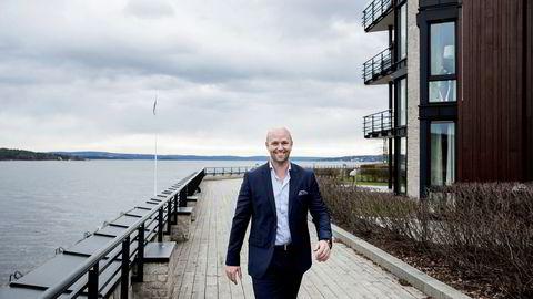Her på Lysaker brygge, omtrent så nær grensen til Oslo som mulig, har interessen for å investere i boliger økt, forteller Mats Lund, daglig leder for Krogsveens avdeling på Bekkestua i Bærum.