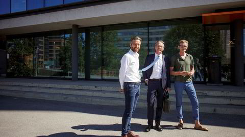 Braganza-eier Per G. Braathen (i midten) er jevnlig i Oslo og møter Escape Travel-sjef Trond Olav Paulsrud (til venstre) og Gunnar Grosvold i Braganza. De tre jakter på selskaper å kjøpe, men synes det er for dyrt