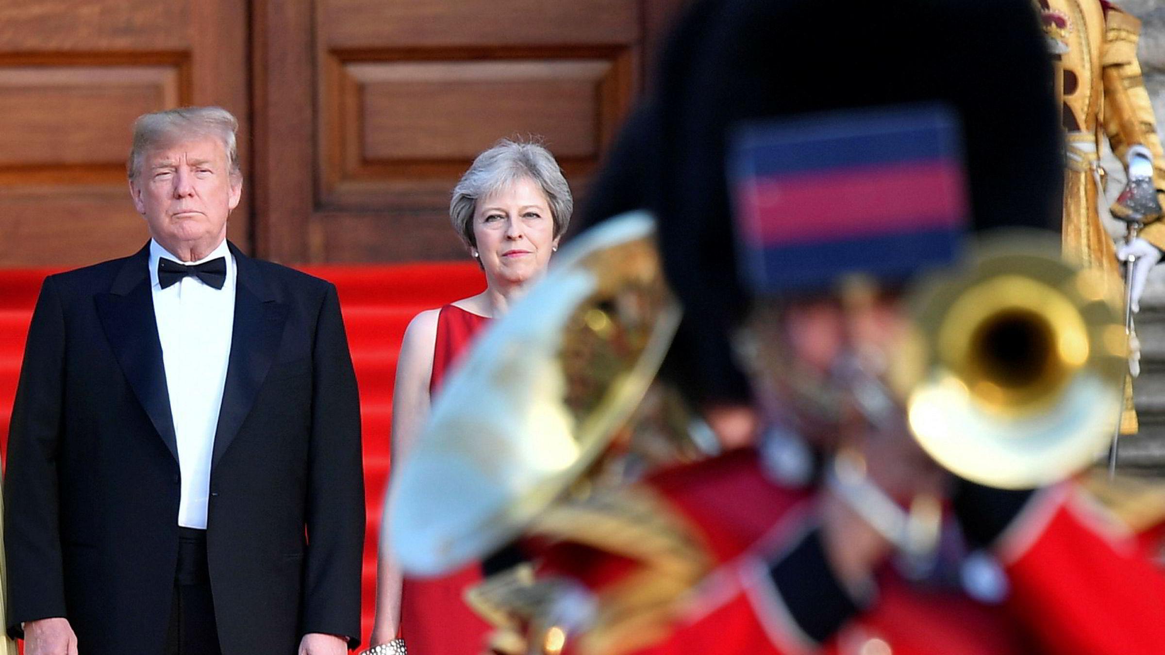 USAs president Donald Trump og Storbritannias statsminister Theresa May har hendene fulle på hver sin kant. Sammen utgjør de store farer for fremtidig økonomisk vekst, ifølge nye analyser fra Pimco.