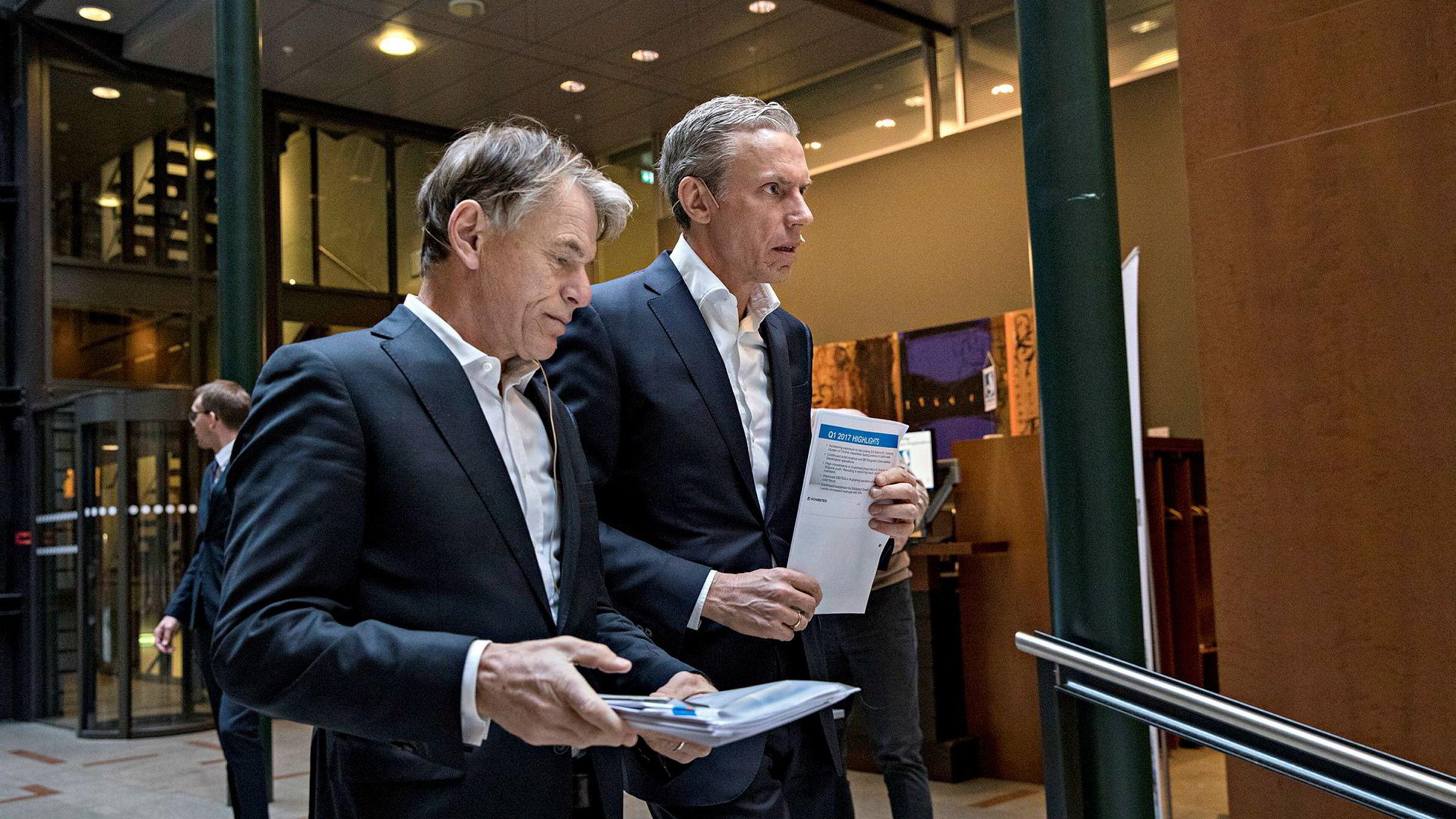 – Både omsetning og resultat fortsatte å vokse bra i Schibsteds første kvartal 2017, ifølge selskapets toppsjef Rolv Erik Ryssdal. Her er han sammen med finansdirektør Trond Berger (til venstre) fredag morgen.
