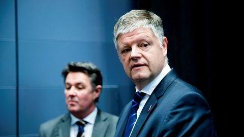 Finansdirektør Geir Karlsen, og konsernsjef i flyselskapet Norwegian Jacob Schram har lagt frem sitt detaljerte forslag til obligasjonseierne.