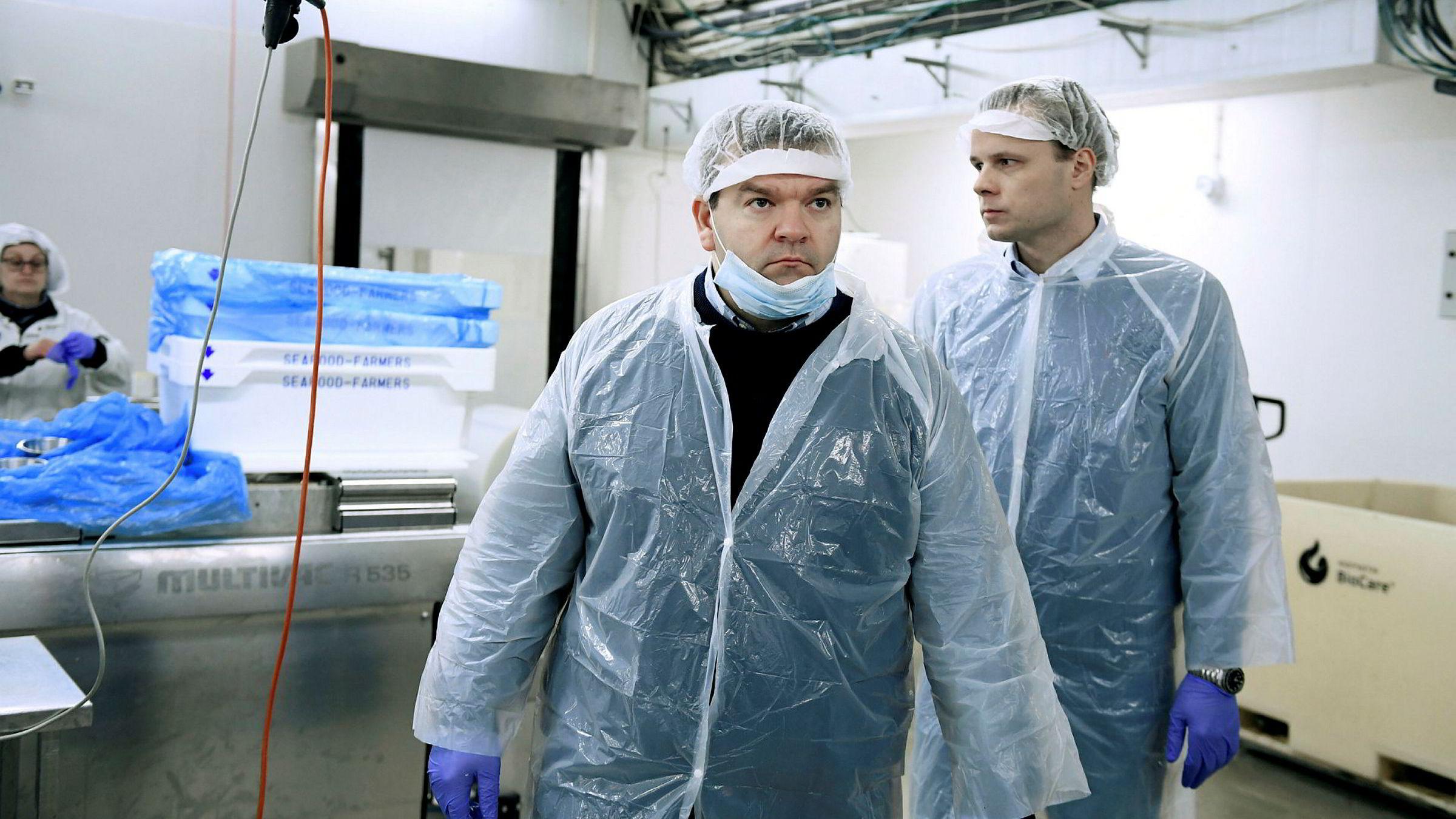 Administrerende direktør Roger Hofseth (til venstre) og investeringsdirektør Trond Håkon Schaug-Pettersen i Hofseth International mener oppdrettskonsesjoner i fremtiden bør leies ut, ikke selges til høystbydende på auksjon slik regjeringen legger opp til også for fremtiden.