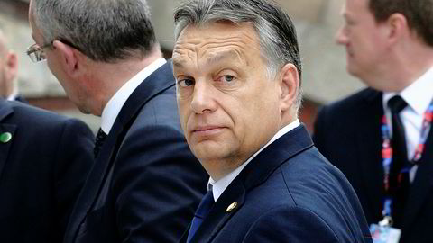 Ungarns statsminister Viktor Orbán har ikke bare sagt at han foretrekker et «illiberalt» demokrati, han har også jobbet for å fjerne begrensninger på regjeringens makt (som i Polen).