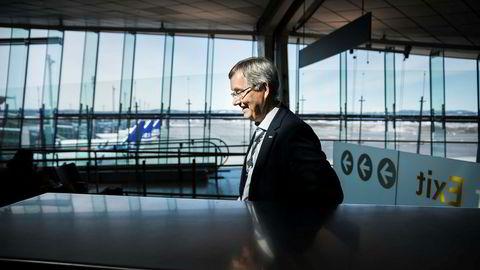 Administrerende direktør Øyvind Hasaas ved Oslo lufthavn har fått forslagene om en ny flypassasjeravgift på sitt bord. Avinor foreslår en annen avgift enn Finansdepartementet.
