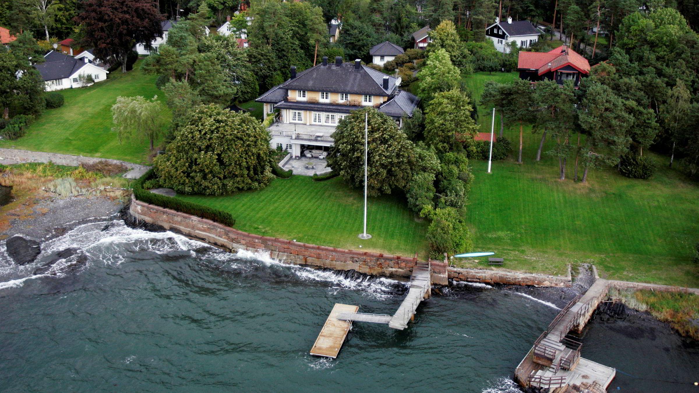Oslo kommune mener både bryggen som allerede står på Kathrine og Cecilie Fredriksens Bygdøy-eiendom og bryggen de ønsker om å få bygge, er for store. Bildet er fra 2005.