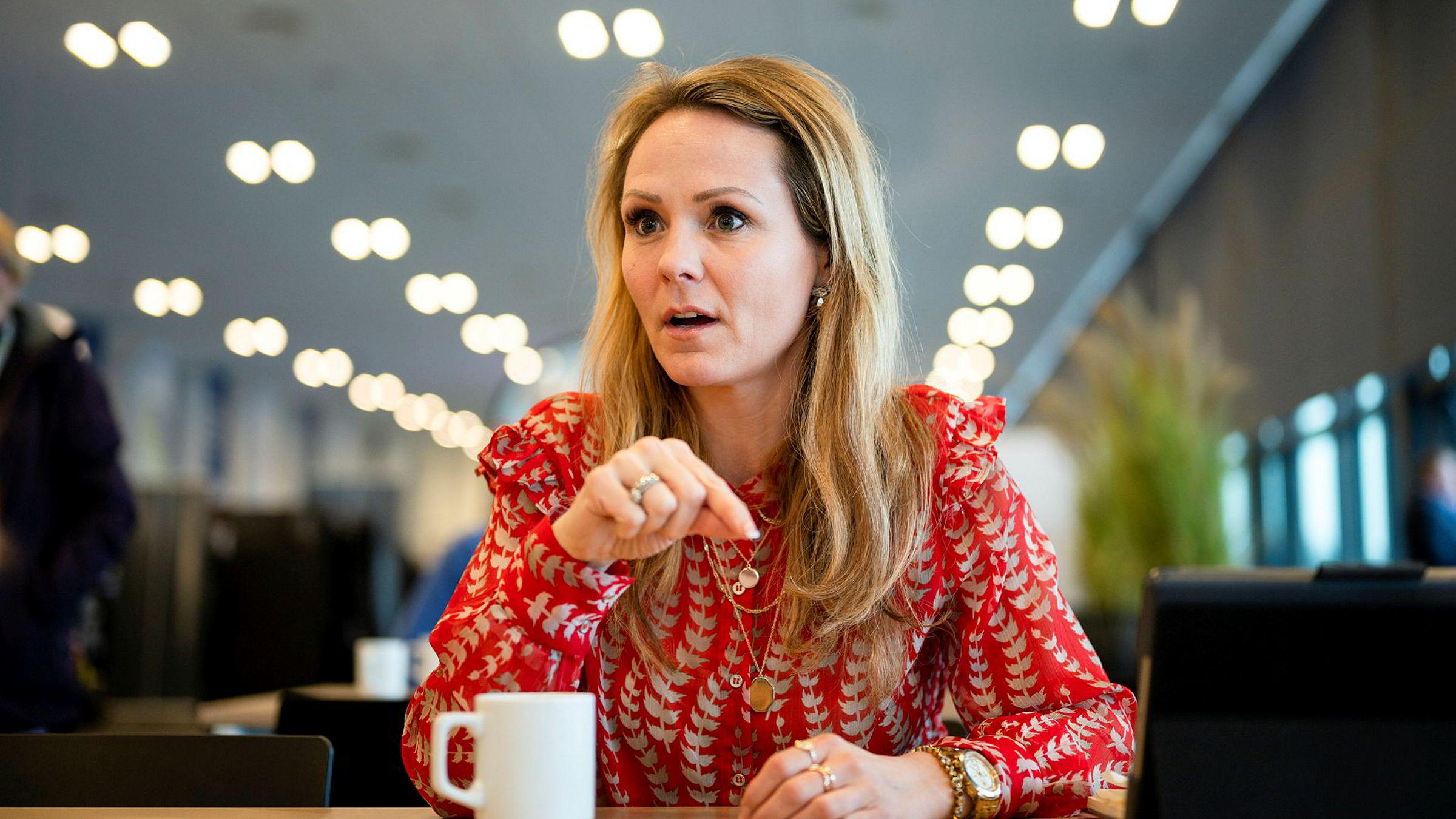 Ledelsen i Norges to største mobilselskaper mener digitaliseringsminister Linda Hofstad Helleland (H) gir konkurrenten spesialbehandling.