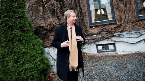 Olje- og energiminister Terje Søviknes (Frp) mener det er naturlig at feltandeler skifter eiere etter oljeprissjokket.