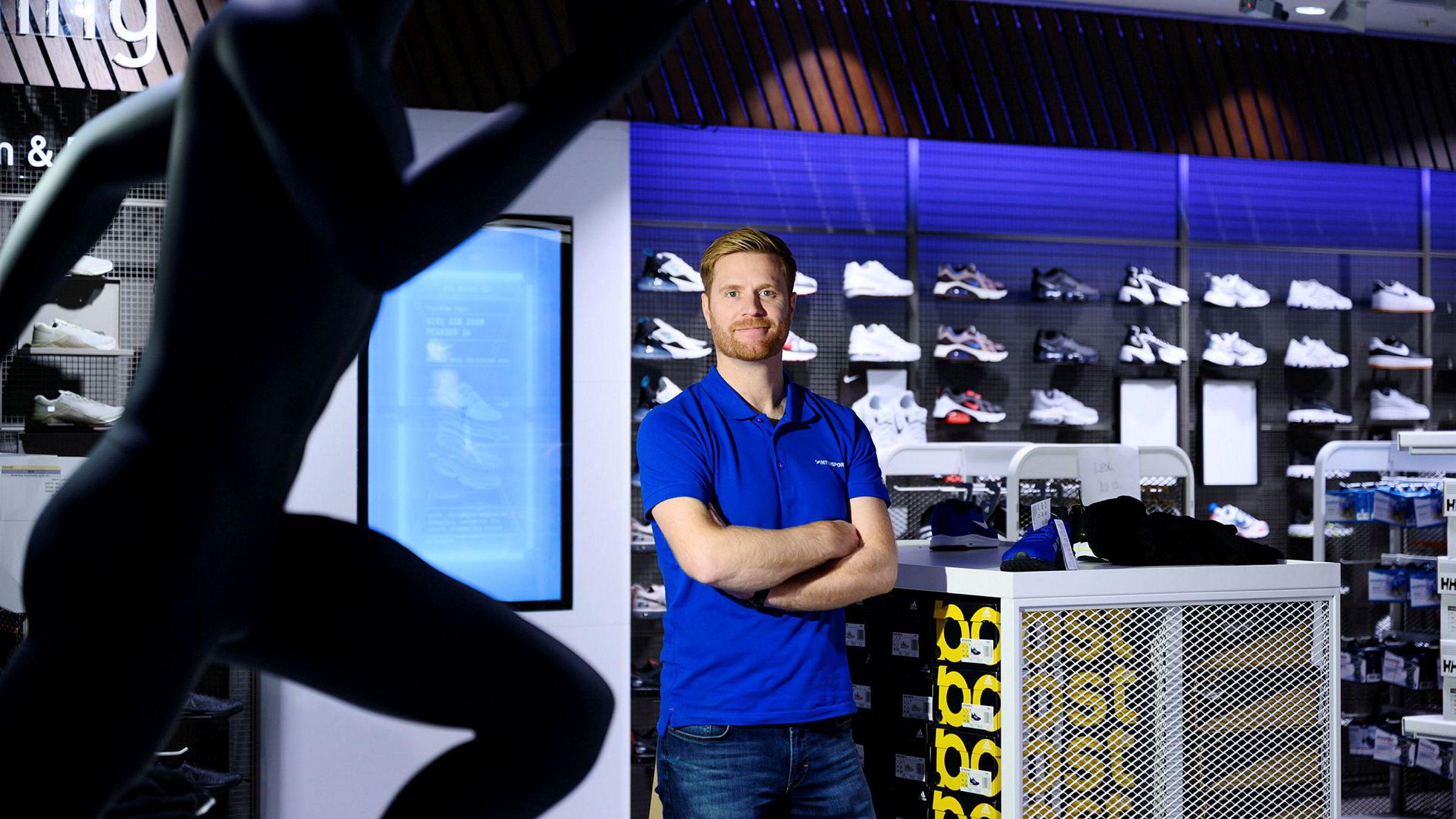 Toppsjef i Gresvig Lars Kristian Lindeberg relanserer under Intersport-navnet. Her på butikken på Sandvika Storsenter.