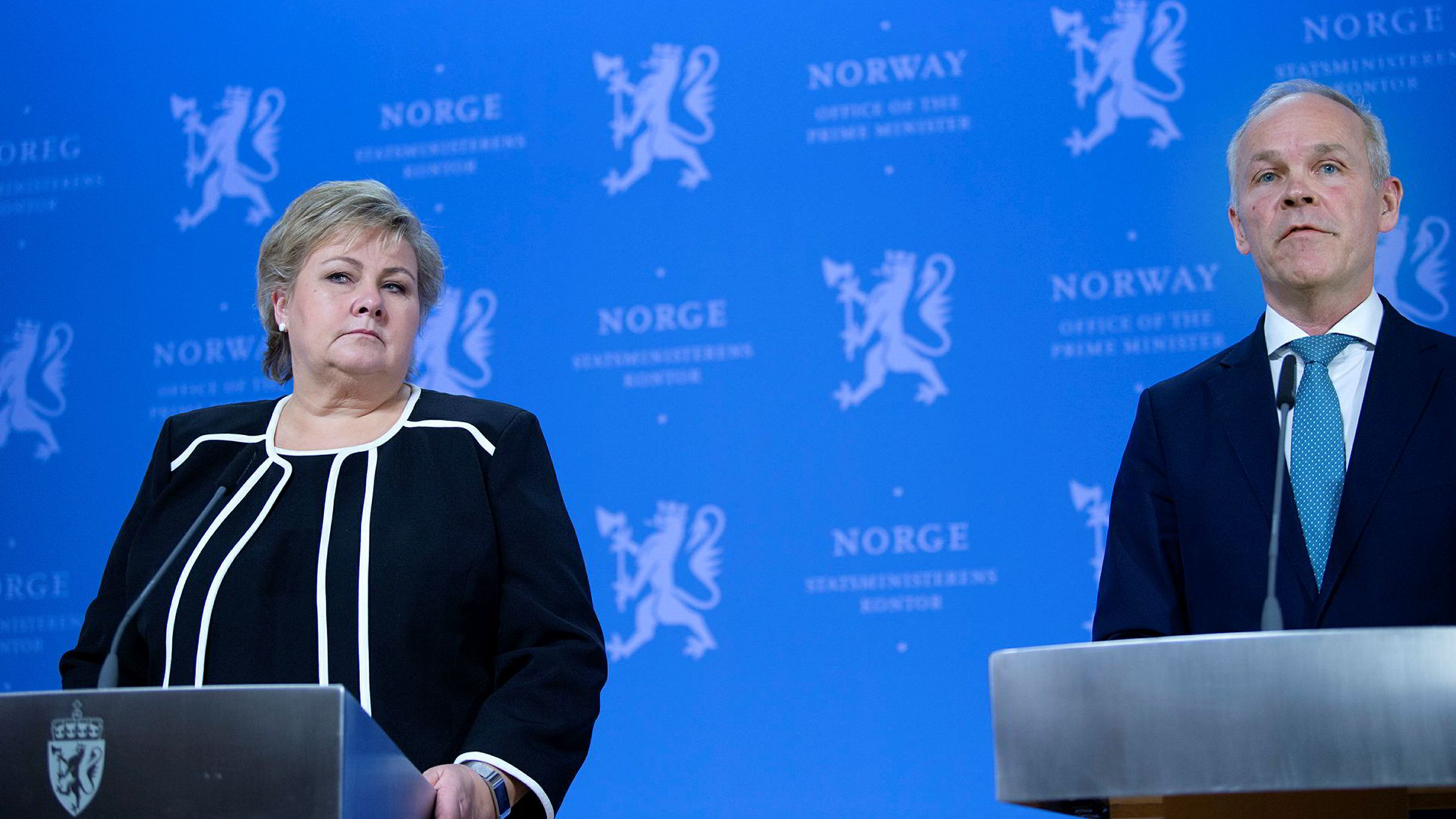 Hva som gir de alvorligste konsekvensene, selve pandemien eller tiltakene, er imidlertid uklart for meg, skriver artikkelforfatteren. Statsminister Erna Solberg og finansminister Jan Tore Sanner har presentert en omfattende krisepakke.