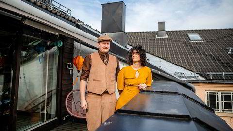 Frisør og daglig leder Tina Aanonsen Engesvik og bareier Nicolai Engesvik fra Oslo ble begge to permitterte da de strenge koronatiltakene kom 12. mars. De kjøpte ny leilighet i fjor og sliter med å få solgt den gamle boligen.