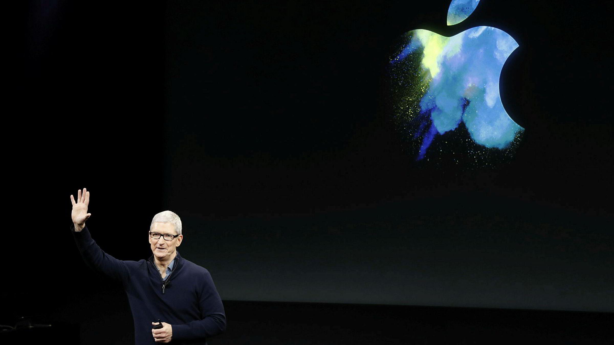 Apples administrerende direktør Tim Cook, her under en presentasjon i Cupertino, California i oktober 2016.