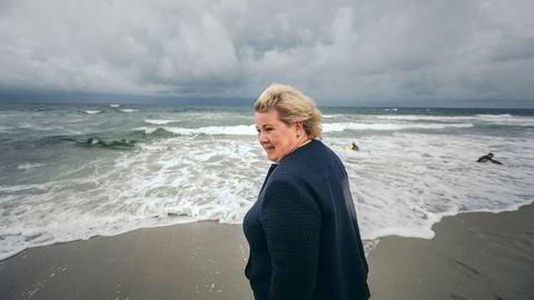 Statsminister (H) Erna Solberg, her på Orrestranden på Jæren, håper ungdommen bidrar til å gi olje- og gassindustrien mer vind i seilene.