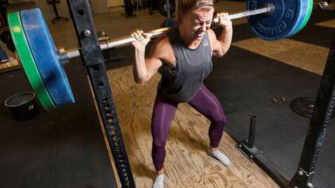 Kristin Holte er i verdenstoppen i høyintensitetssporten crossfit som har vokst voldsomt som treningsform de siste årene. Styrketrening, vektløfting og andre styrkeøvelser kombineres med utholdenhetstrening.