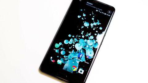 HTC U Ultra er en solid telefon av det større slaget. Med kunstig intelligens på plass kan den bli en av årets beste telefoner.