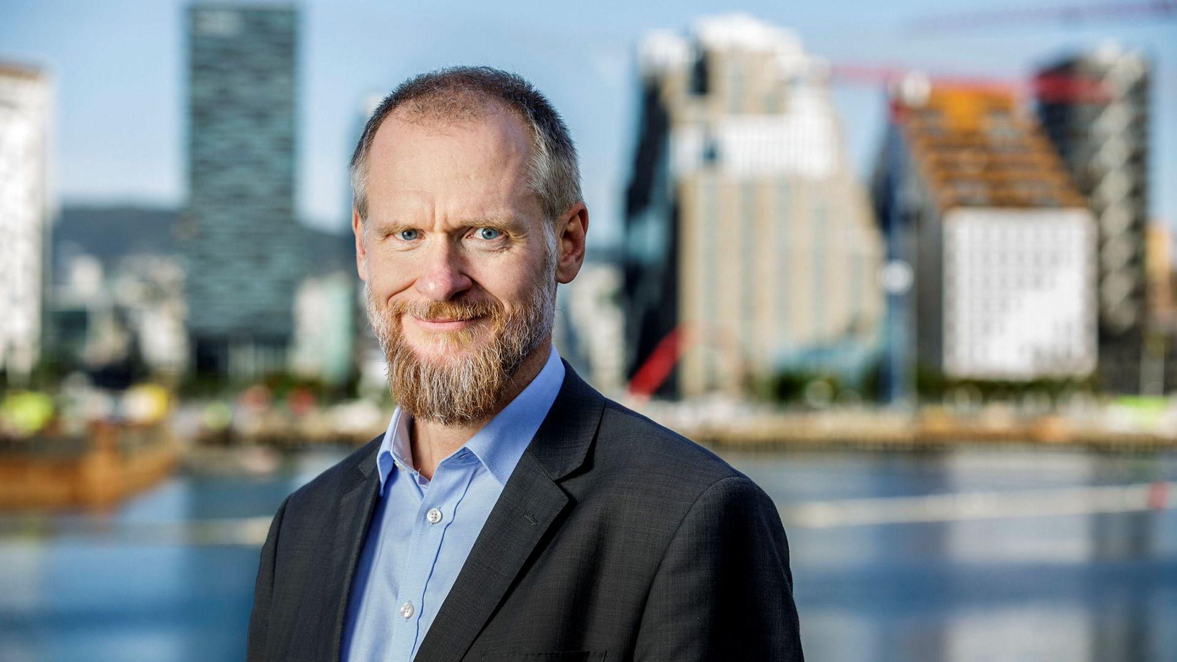 – De skaper usikkerhet for boligeiere og tilrettelegger for at investorer skal kunne ta kontrollen over boligsameier, mener advokat og avdelingsdirektør Henning Lauridsen i NBBL om flere forslagene til ny eierseksjonslov.