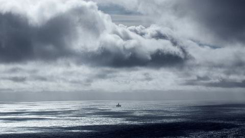 Oljeprisen er svakt ned fredag etter fire dager med strak oppgang på nyheter om fall i amerikanske oljelagre. På bildet er riggen Songa Enabler i Nordsjøen som borer en CO2-injeksjonsbrønn.