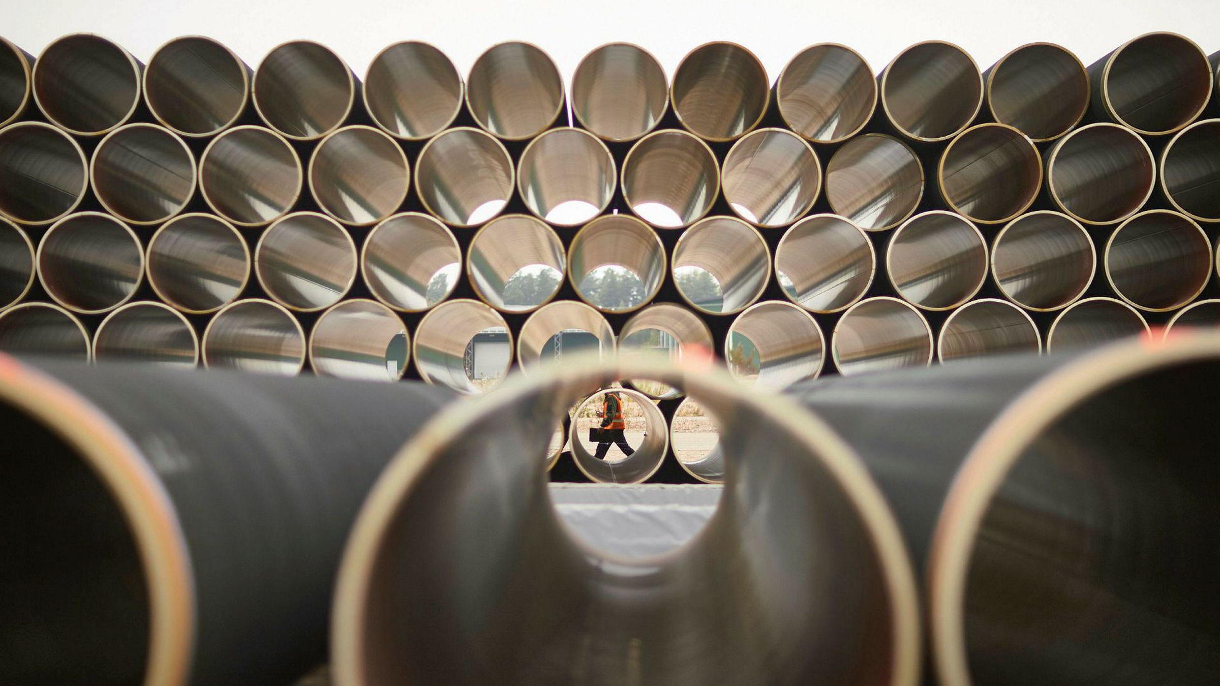 Nord Stream 2 skaper splid i Europa. Her er noen av de første rørene i russiske Vyksa i 2016.