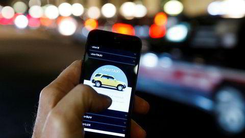 Illustrasjonsbilde av bildelingsappen Uber. Nå beskylder EFN Norges Taxiforbund for ulovlig overvåkning av Uber-sjåfører i forbindelse med anmeldelse av 105 Uber-sjåfører. Foto: Heiko Junge / NTB scanpix / TT / kod 20520