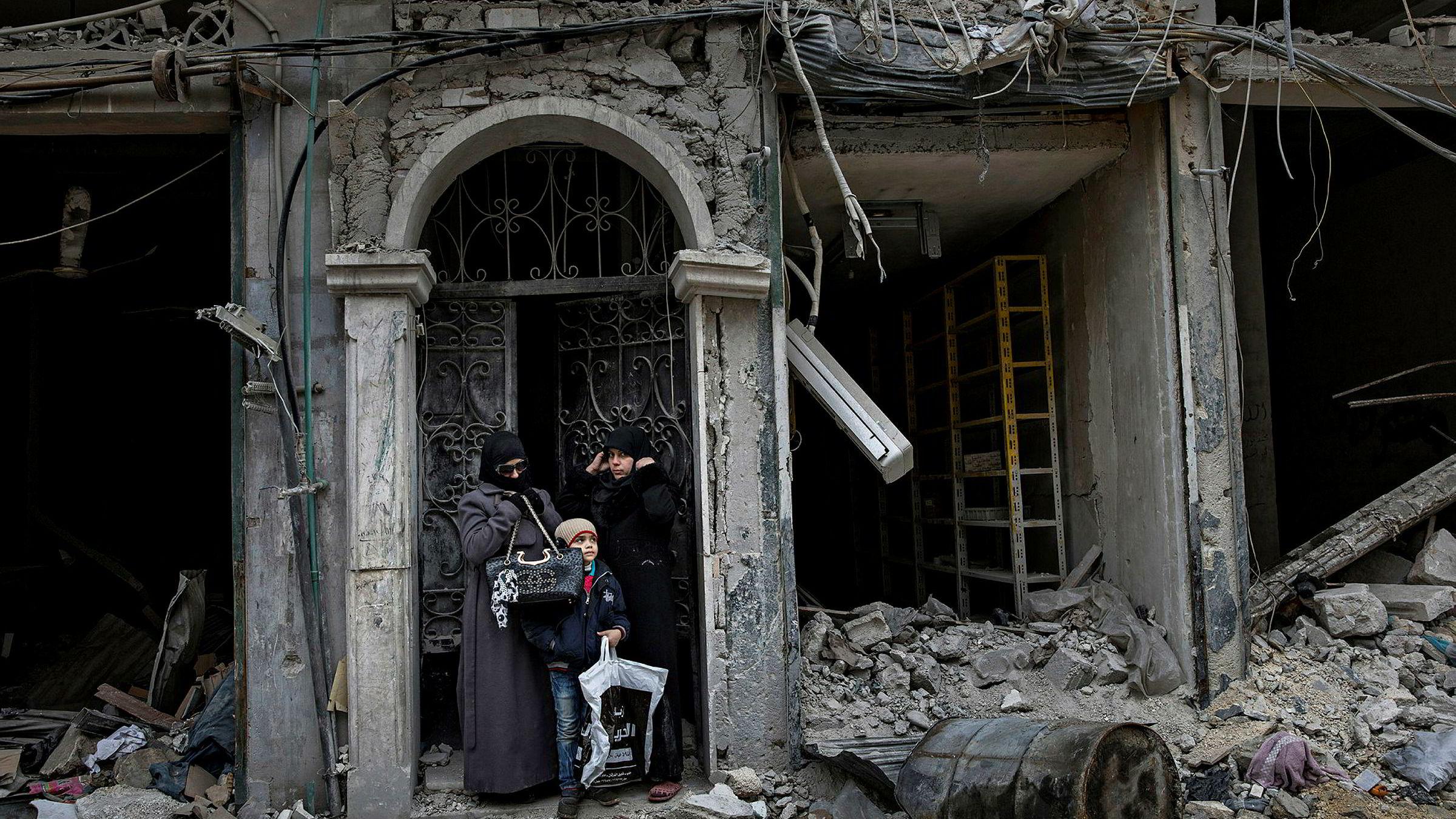 Vinnerbildet «Ruinliv». Aleksander Nordahls bilde av familien i Aleppo ble årets bilde i 2016.