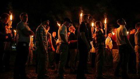 Mange av de høyreekstreme demonstrantene i Charlottesville bar bambusfaklene som Tiki Brandproduserer.