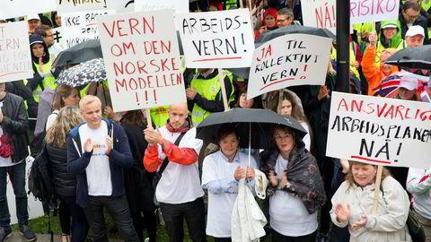 Tidenes lengste sykehusstreik endte med tvungen lønnsnemnd i oktober. Her fra et streikearrangement med Akademikerne på Eidsvolls plass foran Stortinget i Oslo i september.