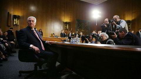 Donald Trumps kandidat til å bli USAs nye utenriksminister, Rex Tillerson, ble onsdag grillet i en senatshøring. Tillersons tette forbindelser til Russland, som toppsjef i ExxonMobil, har vært et kontroversielt tema helt siden nominasjonen ble kjent.