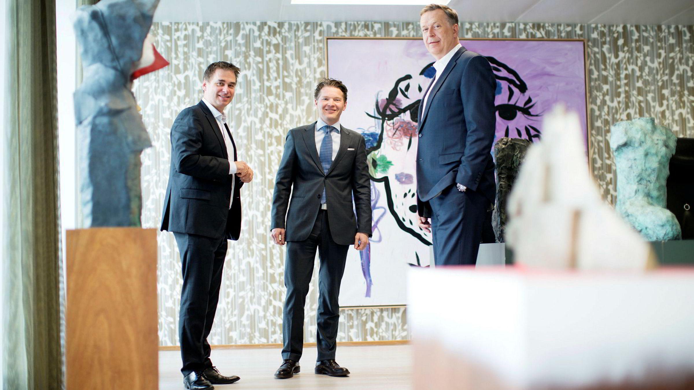 Styreleder Gert W. Munthe (t.h.) i Herkules Capital mister daglig leder og partner Patrik B. Egeland (midten). Sverre B. Flåskjær overtar rollen som kombinert daglig leder og investeringsansvarlig.