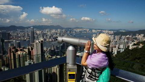 Hong Kong er verdens dyreste by for utenlandsarbeidere som jobber midlertidig i utlandet («expats»), men også en av de mest sosiale og mest populære byene å jobbe i.