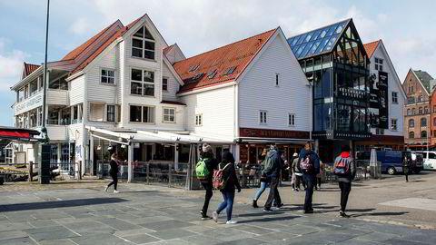 Investor Knut Jørgen Hauge kjøpte i 2005 dette restaurantbygget i Bergen for 110 millioner kroner, men han kjøpte aldri grunnen under. Det førte til en årelang strid med grunneierne Geir Hove og Tom Rune Pedersen.