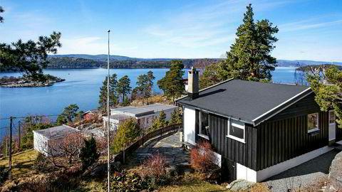 Prisen for denne 52 kvadratmeter store hytta i Nordre Frogn er 3,9 millioner kroner. Hytta har utsikt mot Oslofjorden og Håøya, ligger 35 minutters kjøring fra Oslo og har innlagt vann og bad.