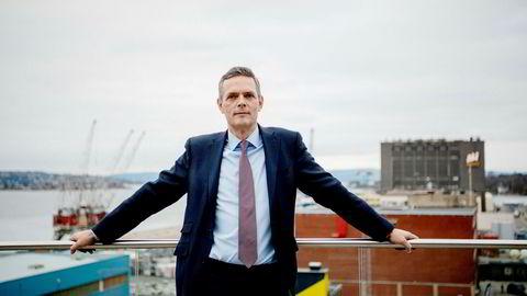 – Er det absolutt overskudd er det bare en vei for prisene å gå, sier råvareanalytiker Bjarne Schieldrop i SEB.