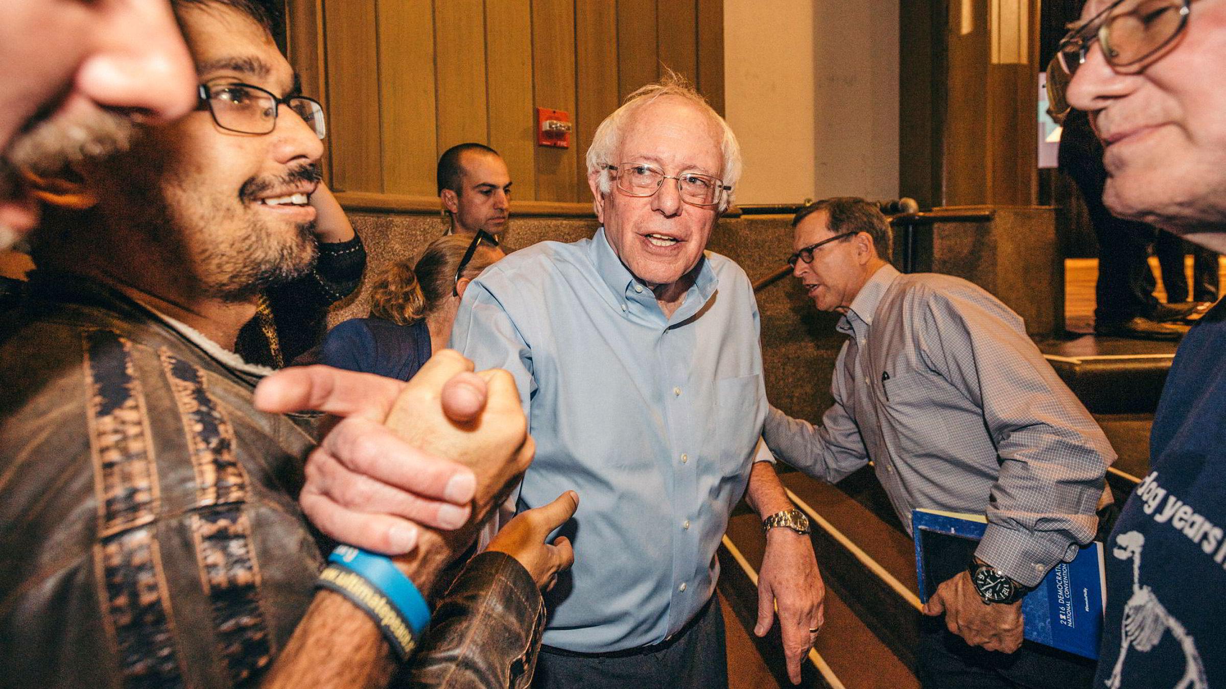 Demokraten Bernie Sanders tar oppgjør med Doanld Trump. Her fra sitt valgkamprally for Hillary Clinton på Northern Arizona University.