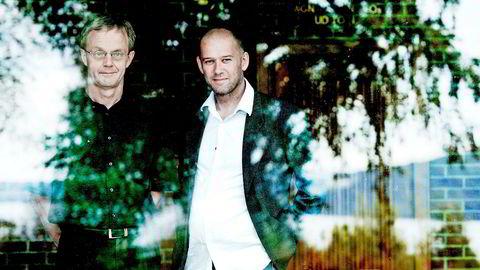 Professorene Hans Jarle Kind (til venstre) og Øystein Foros ved NHH tror det blir vanskelig for kulturministeren å sørge for at nullmoms-gevinsten kun går til mediene.