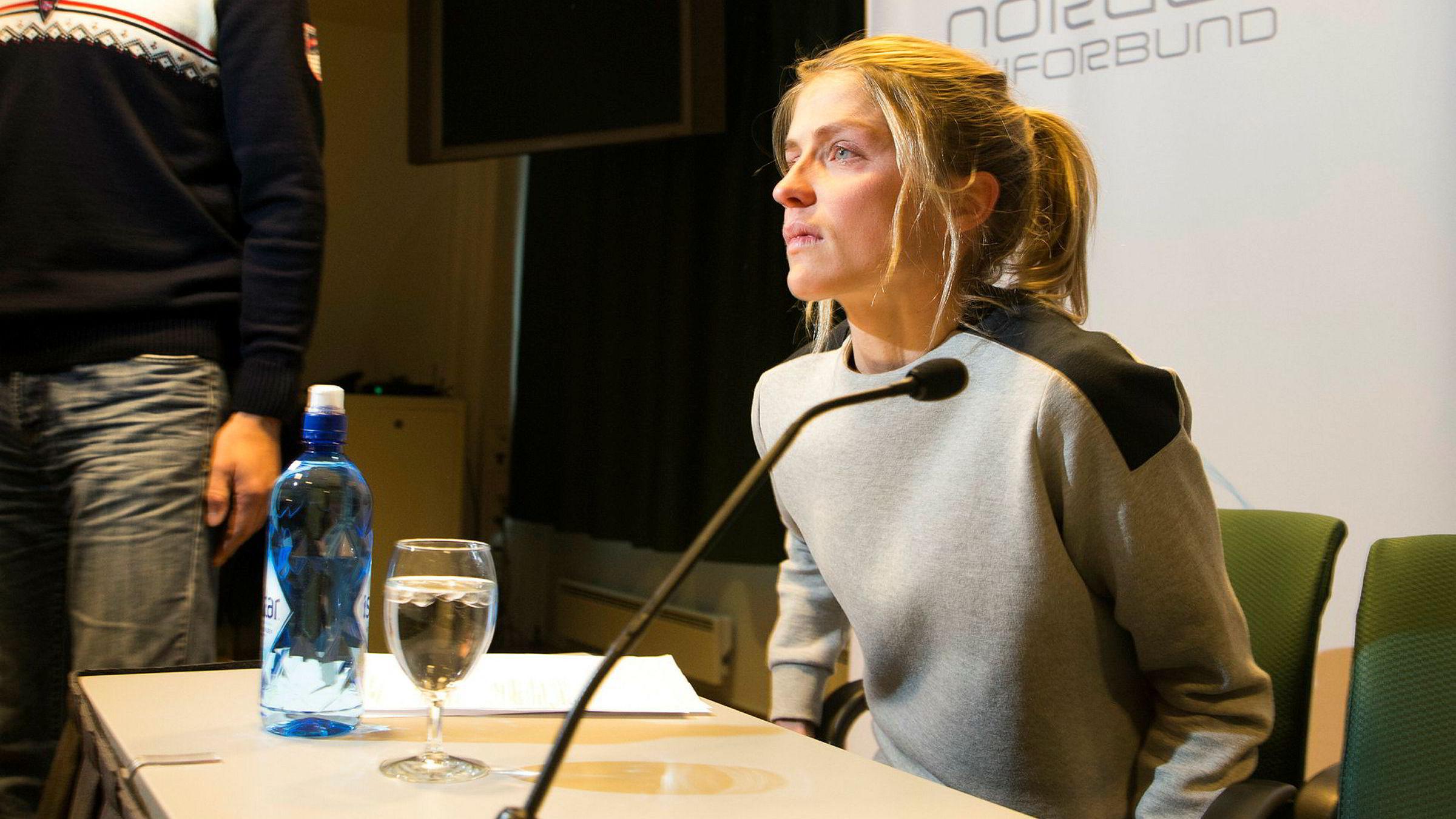 Hovedsponsor Sparebank 1-alliansen betaler en betydelig del av driften til Skiforbundet årlig. Det endelige utfallet av Johaug-saken vil påvirke avgjørelsen til sponsoren om de fortsette eller ikke med sponsoravtalen. Her fra pressekonferansen da Johaug offentliggjorde sin positive dopingprøve.